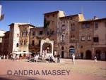SAN GIMIGNANO TUSCANY ITALY A well in Piazza Cisterna centre of this lovely hill top town